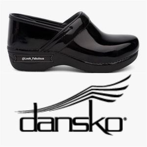 DANSKO XP 2.0 BLACK PATENT LEATHER CLOGS